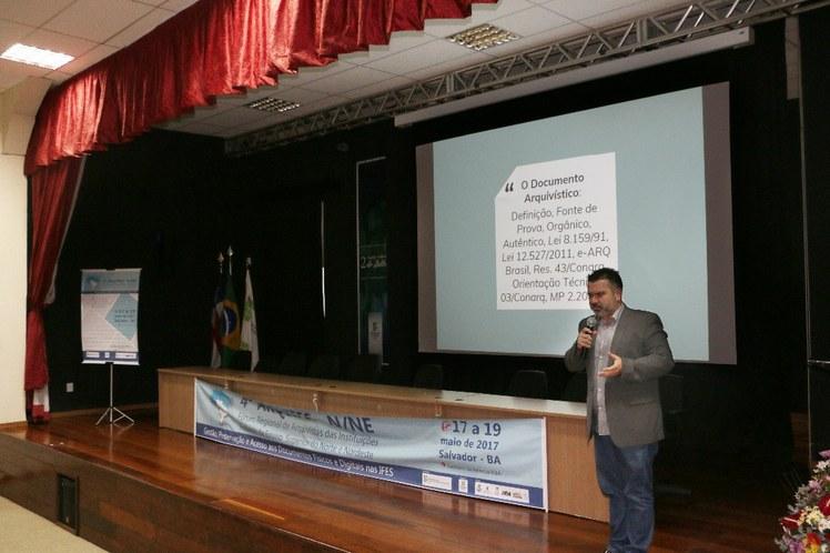 """Daniel Flores - palestrante - """"Gestão, Preservação e Acesso aos Documentos Físicos e Digitais"""""""