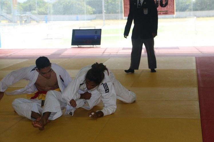 Fernando (IFBA) aplica golpe em adversário