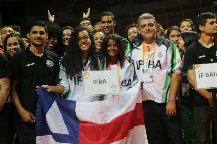 Delegação IFBA com o reitor Renato da Anunciação Filho