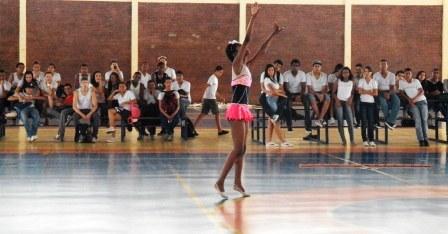 ginastica_ritmica_-_gymclub_6_20121017_1113358820.jpg
