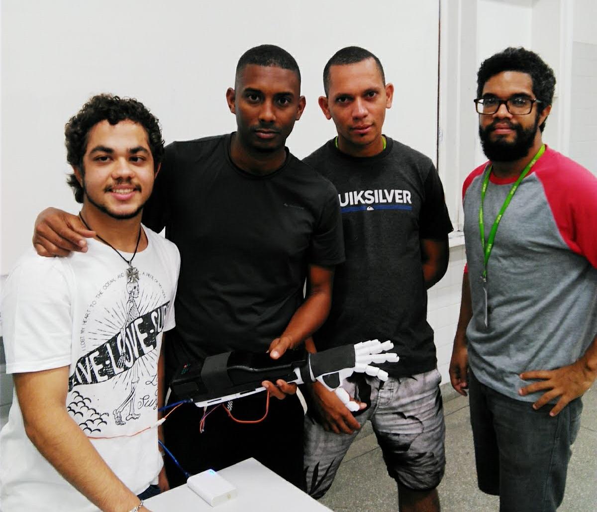 Estudantes desenvolvem protótipo de braço biônico